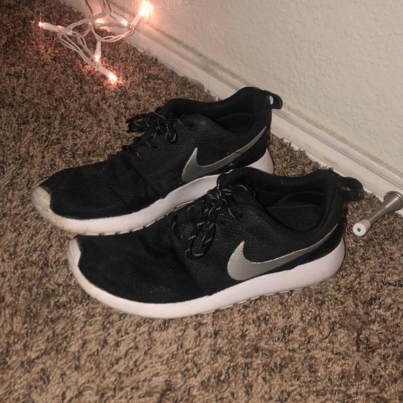 Nike Shoes - Nike Roshes size 7